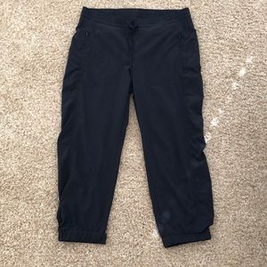 Athleta size 8 crop joggers in black